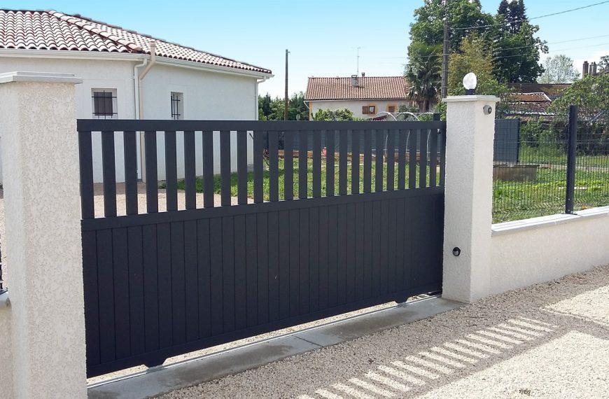 Cl ture pvc panneau et portail alu entreprise de for Portail et cloture alu